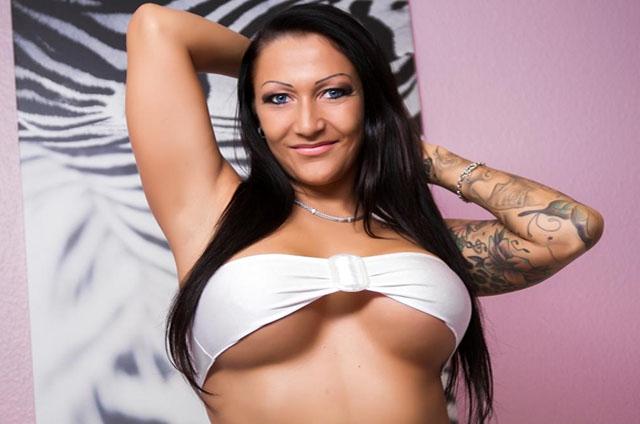 livecam sex mit geilem tattoo luder